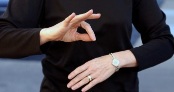 universal-sign-language-ftr1-1024x640